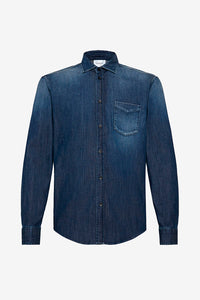 Shirt in a worn blue denim, chest pocket on left side of chest and regular collar.