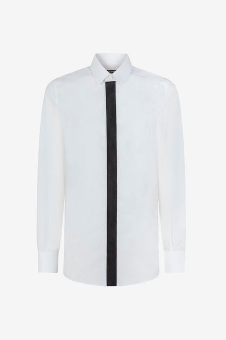 Long sleeve shirt in white cotton, the placket is in black satin and covers the buttons.