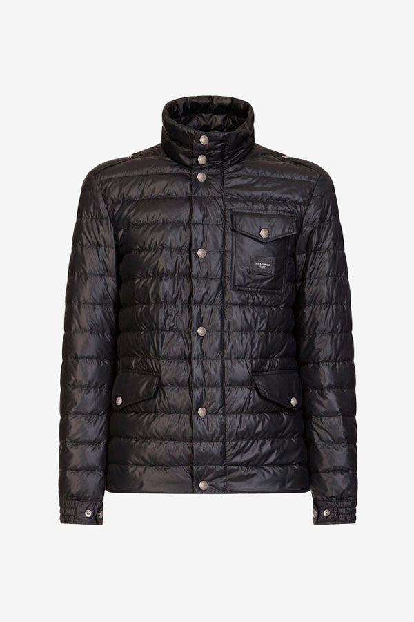Quilted jacket in black nylon and a high neck. Front pockets and zipper fastening.