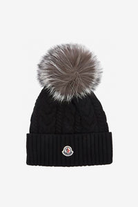 Wool hat in black with fur pom pom