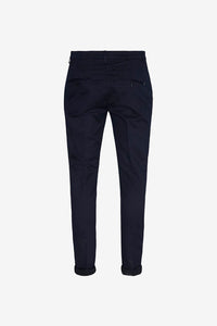 Men's pants in navy gabardine with a slim fit, the two back pockets has a button closing.