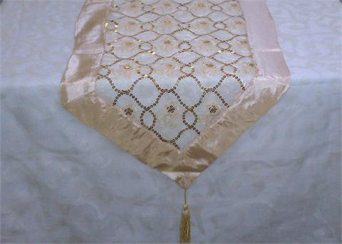 Table Runner With Sequins (1 piece)