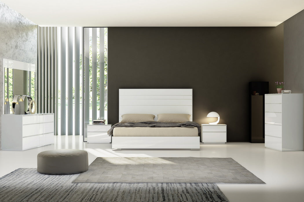 Whiteline Modern Living - Malibu Queen Bed - UNQFurniture