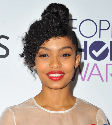 Yara Shahidi on the red carpet wearing a bold lip