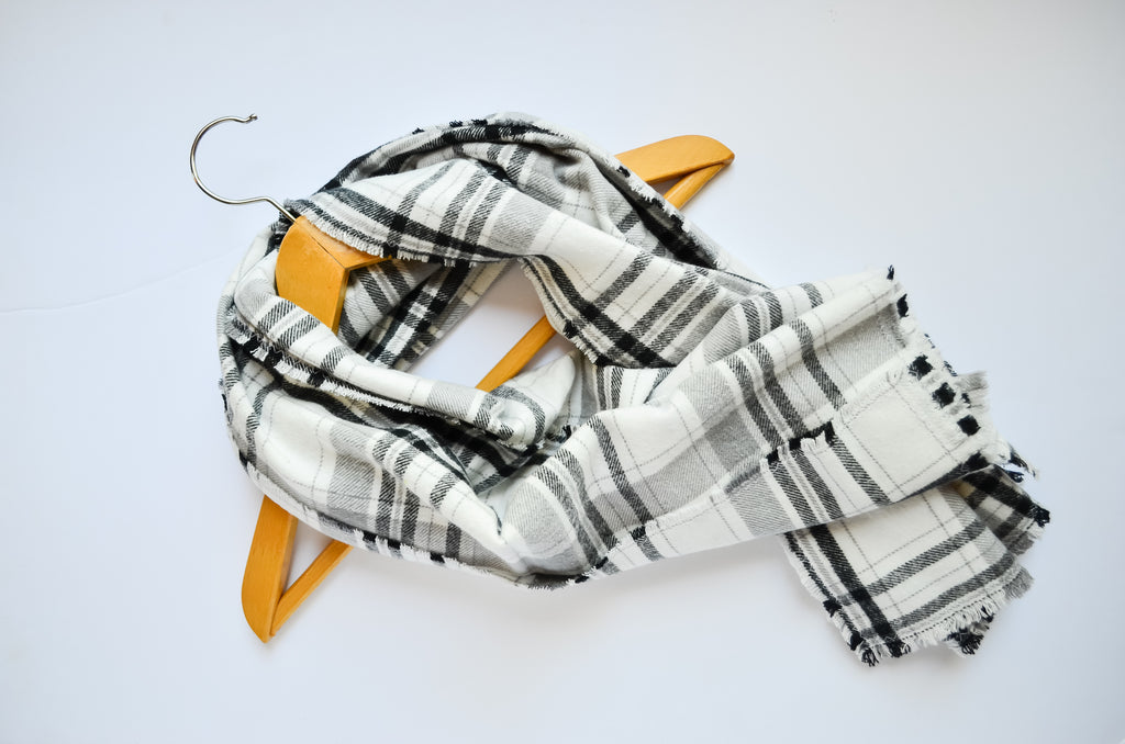 blanket-scarf-black-white-grey