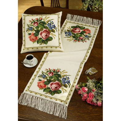 PER63-0141 Roses Table Runner