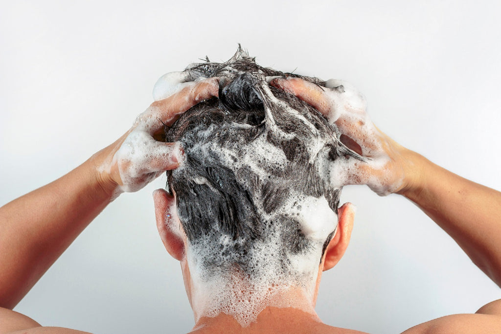The 10 Do's and Don'ts For Shampooing Men's Hair