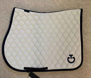 Circular quilted jumping saddle pad