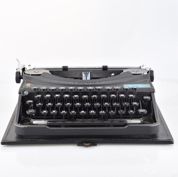 Oliver Portable Typewriter in Matte Black and Rare Mint Condition.