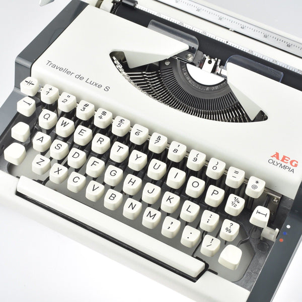 Restored Serviced Working Olympia Traveller De luxe S Typewriter