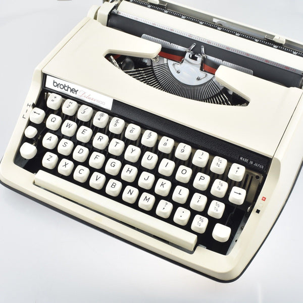 Vintage Brother Deluxe 800 portable Typewriter in off white