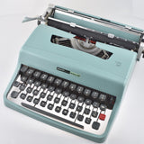 Mint Olivetti Lettera 32 Typewriter made in Italy Original manual & Brushes.