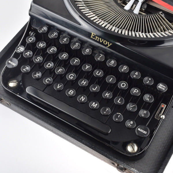 Remington Envoy Typewriter in Glossy Black - French Characters