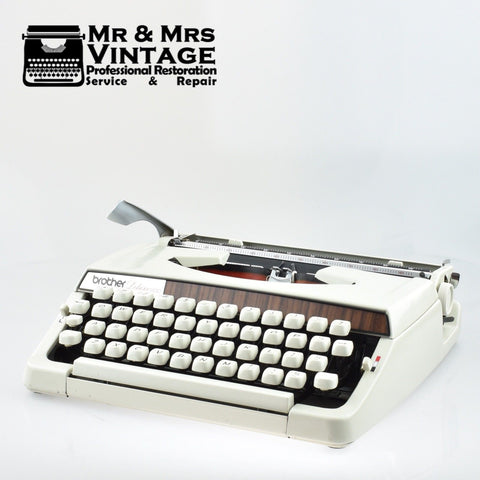 Excellent Brother Deluxe 900 Typewriter in off white Colour