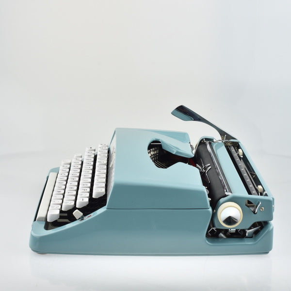 Pristine Vintage Brother Deluxe Blue Typewriter portable Mint condition (Duck blue)