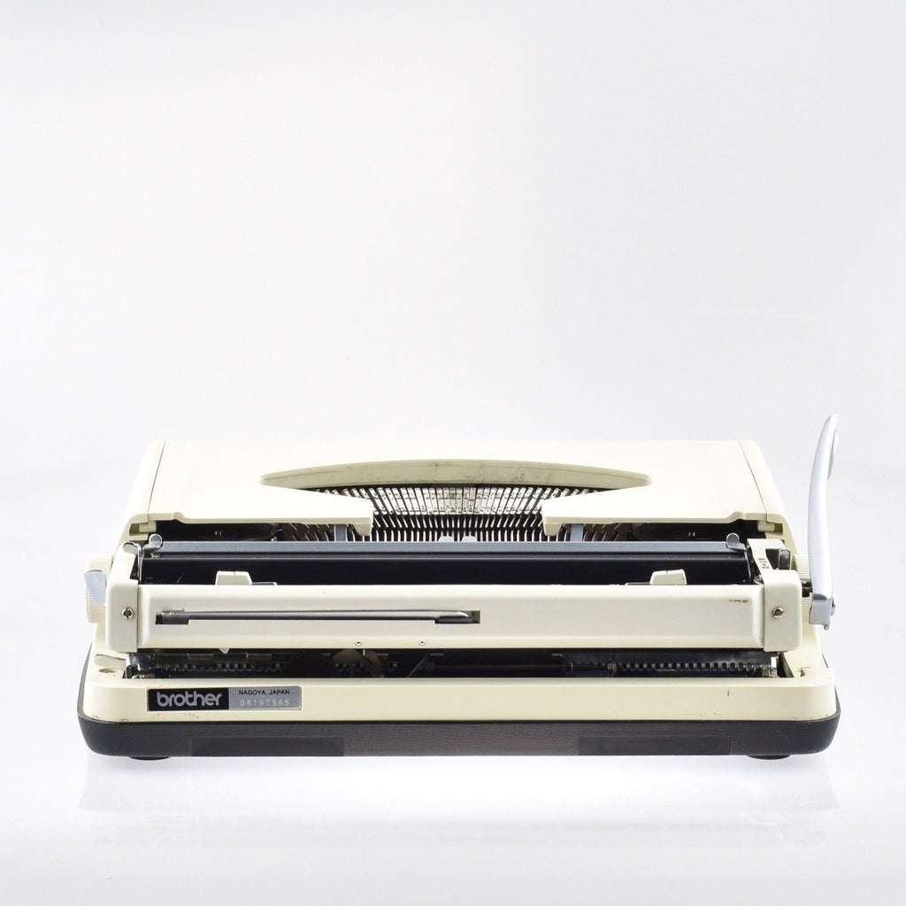 Brother Deluxe 800T Typewriter
