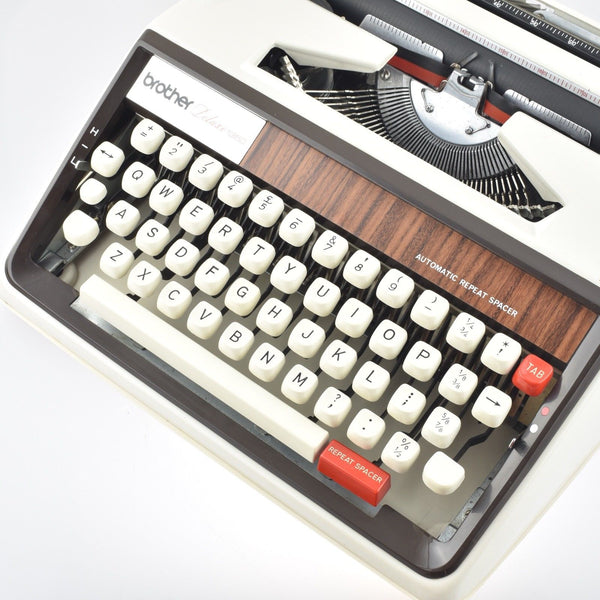 Brother Deluxe 1350 Typewriter in off white
