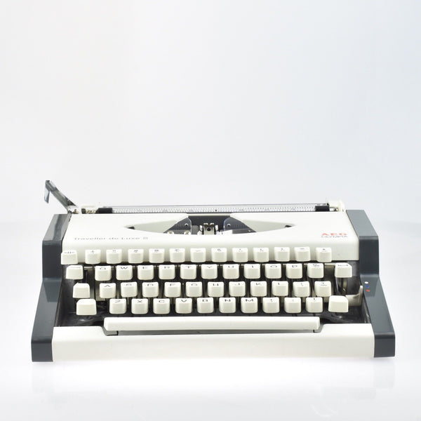 Professionally Serviced Working Olympia Traveller De luxe S Typewriter