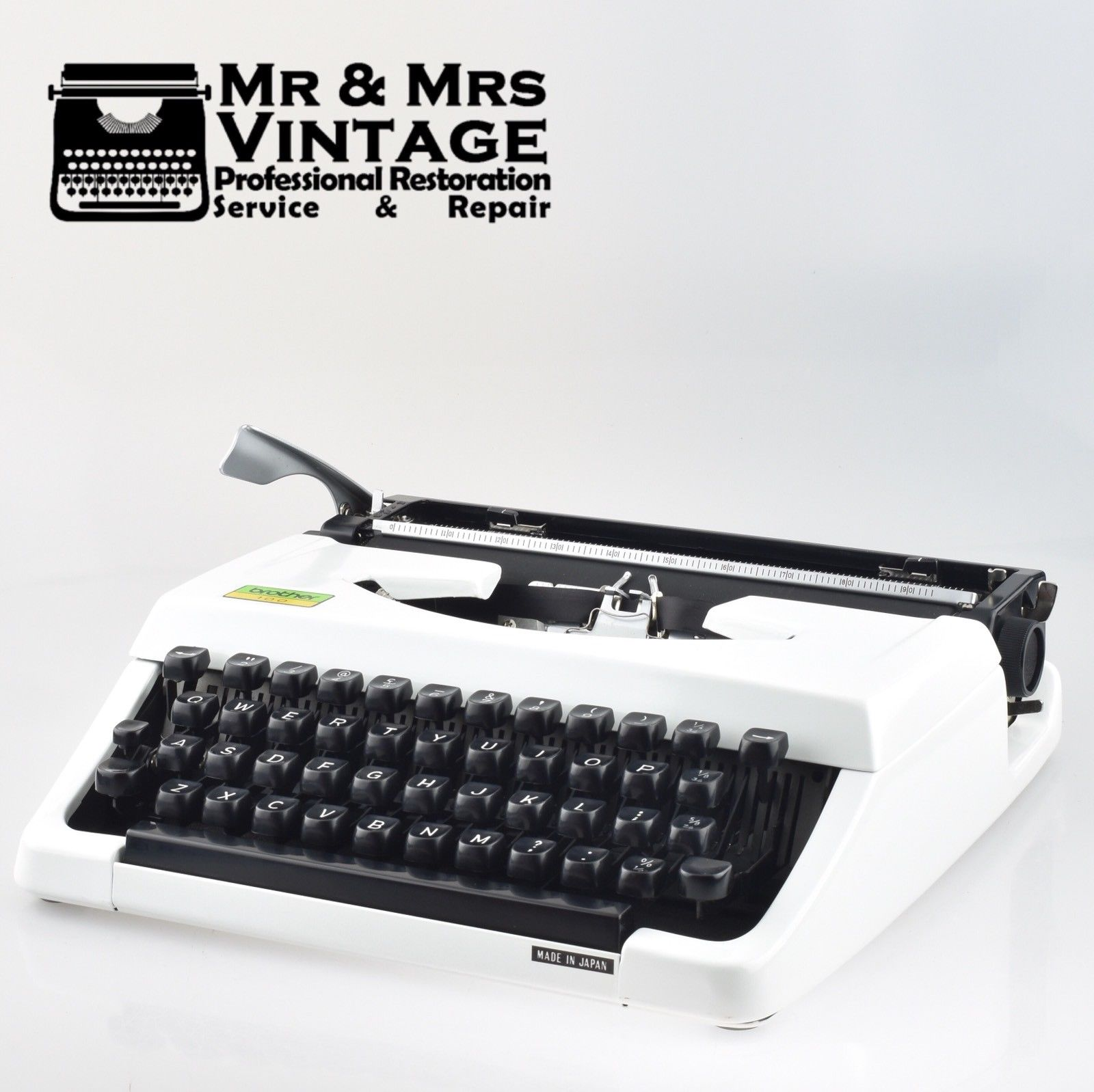 BOXED Vintage Brother 100 Typewriter in White