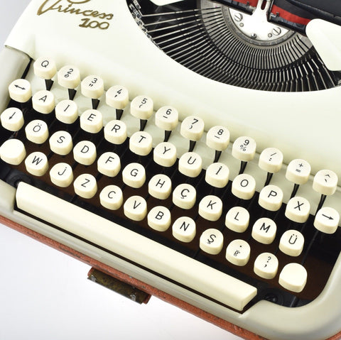 Rare Turkish AIERTY layout on a Princess 100 Typewriter