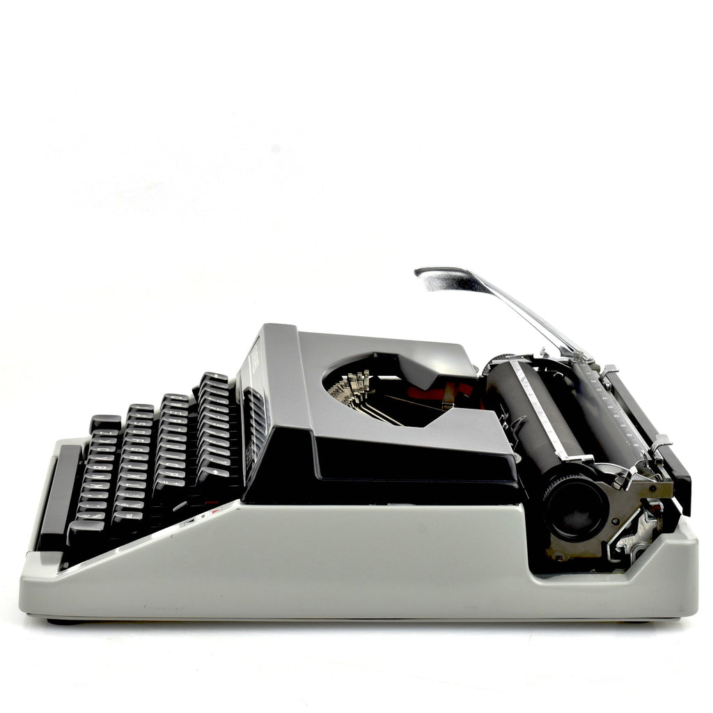 Silver Reed Leader II Typewriter