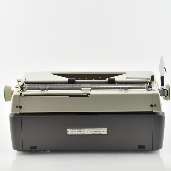 Silver Reed Leader Typewriter