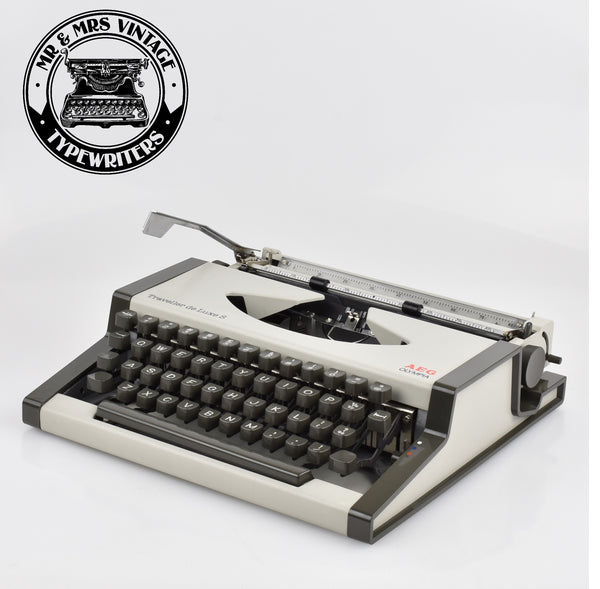 Olympia Traveller Deluxe S Typewriter