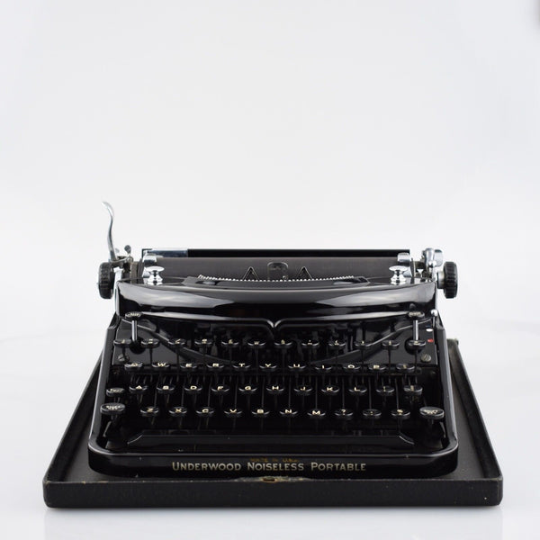Underwood Noiseless Portable Typewriter in Glossy Black
