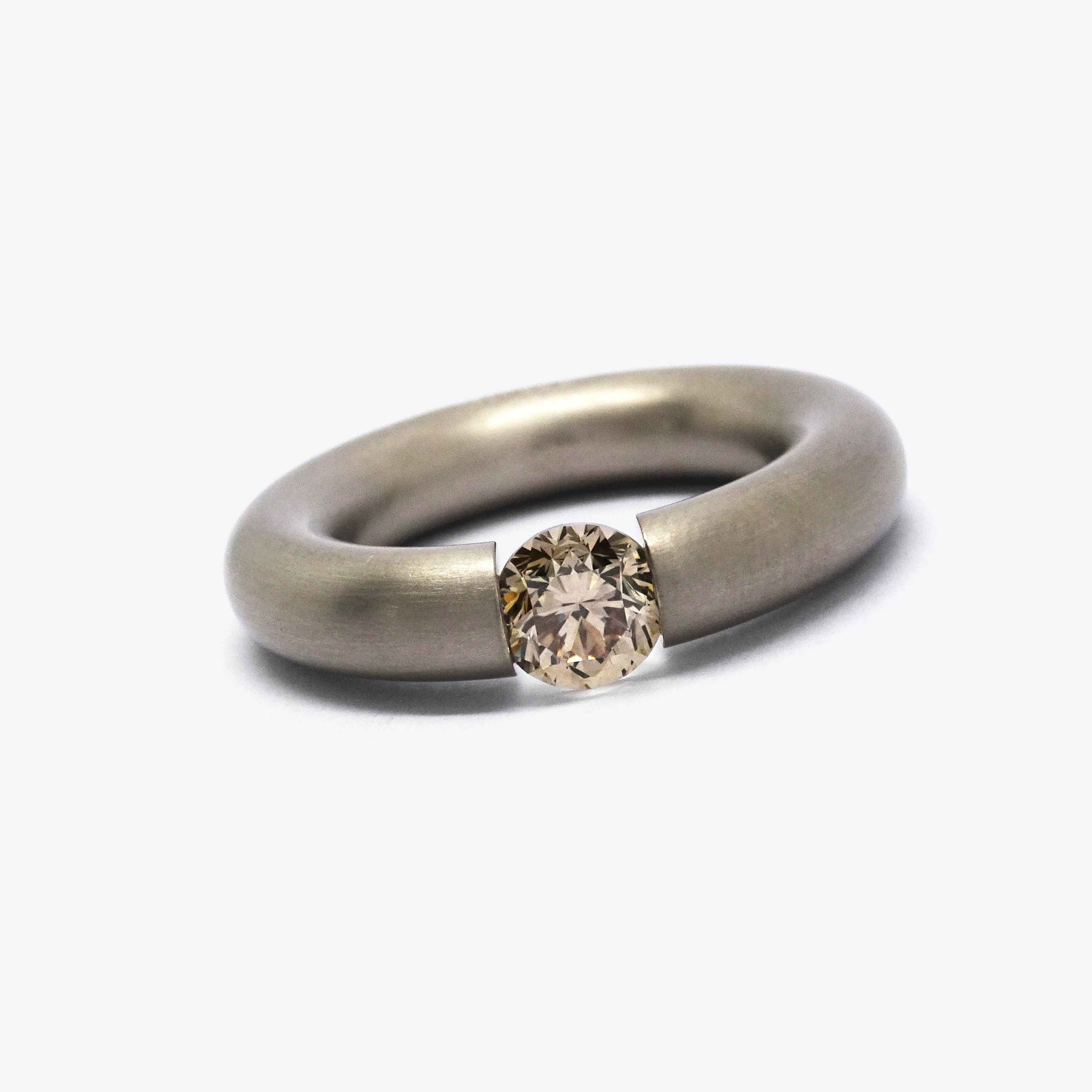 ROUND TENSION RING - SANDGREY