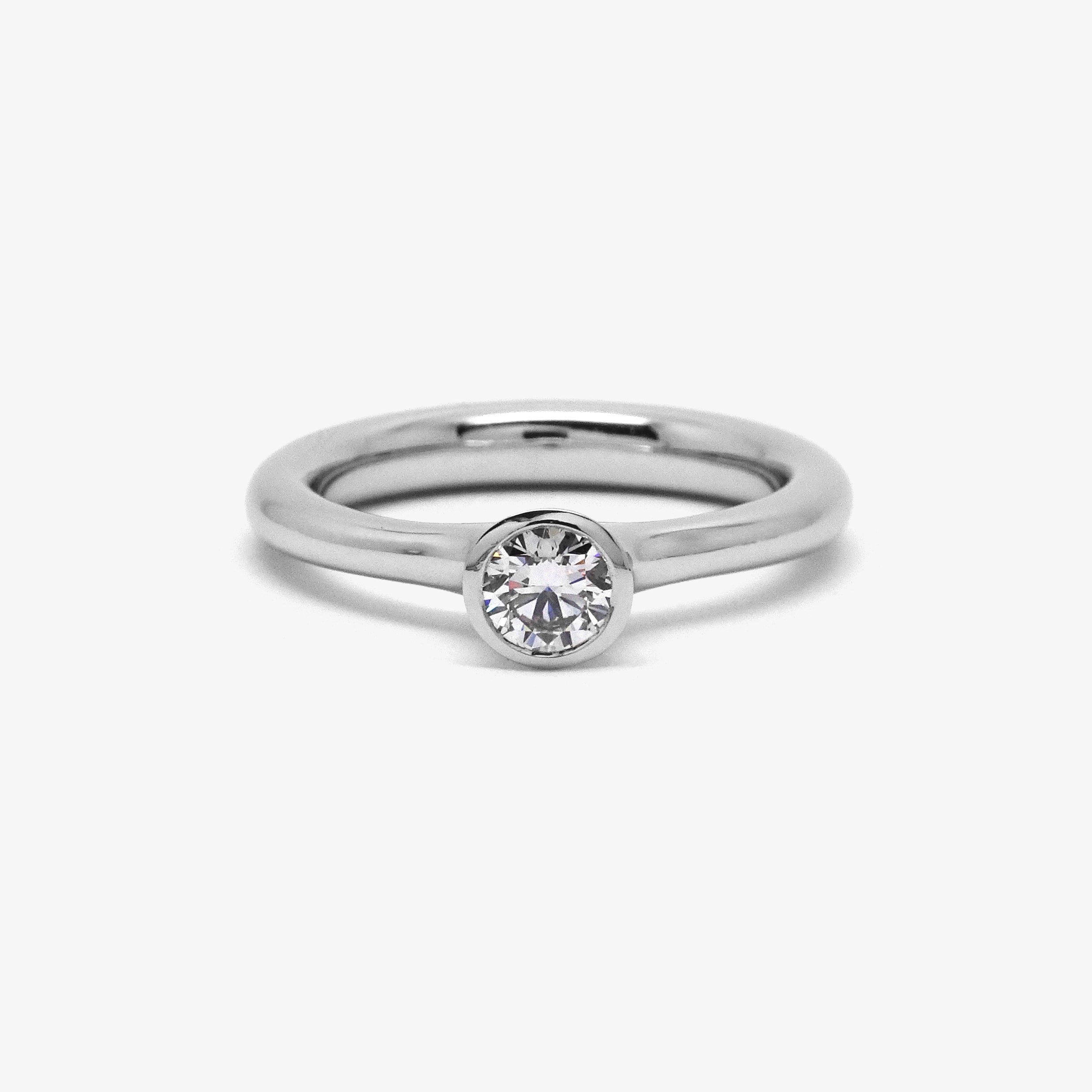 TOSKA ENGAGEMENT RING - FINE - PLATINUM