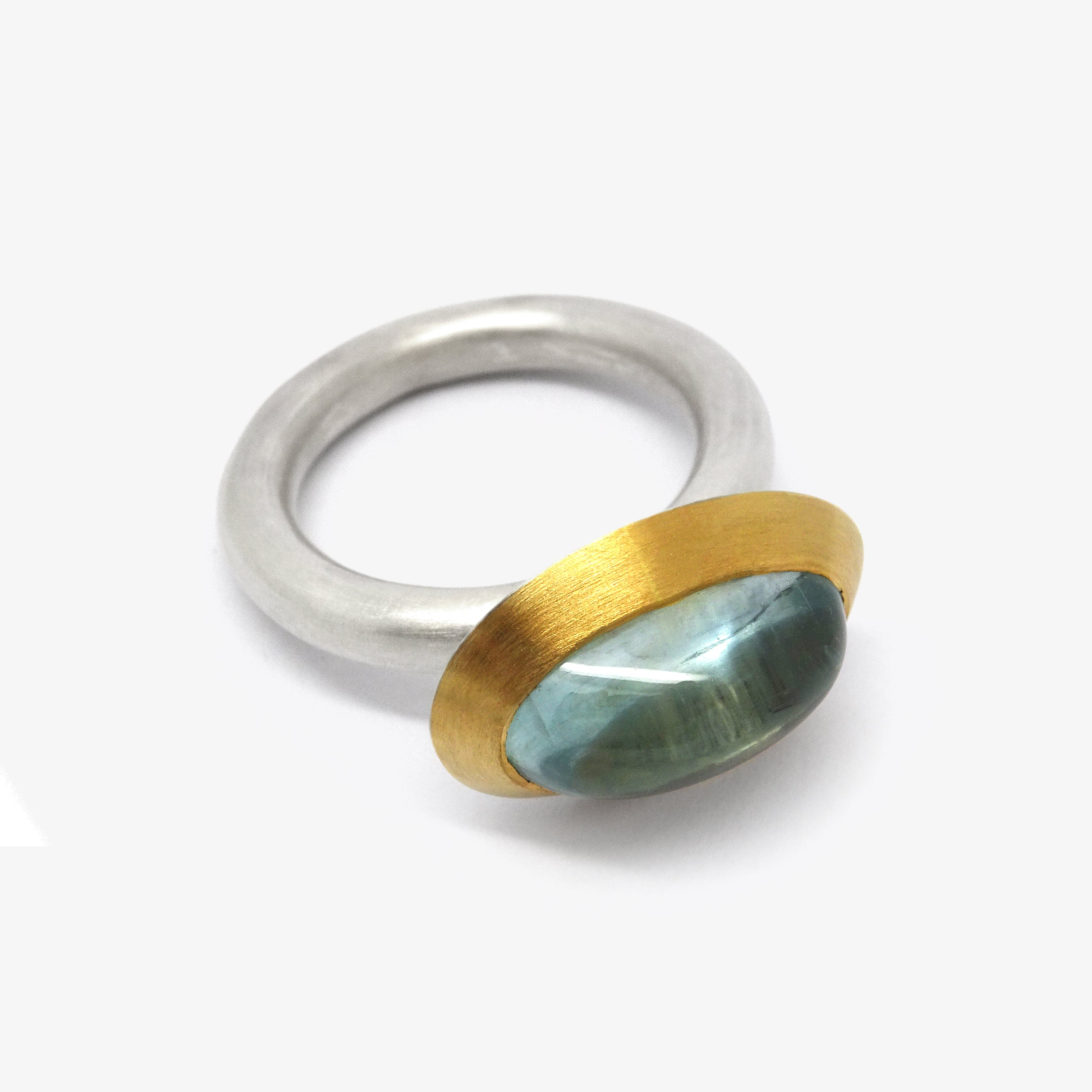 OVAL AQUAMARINE RING