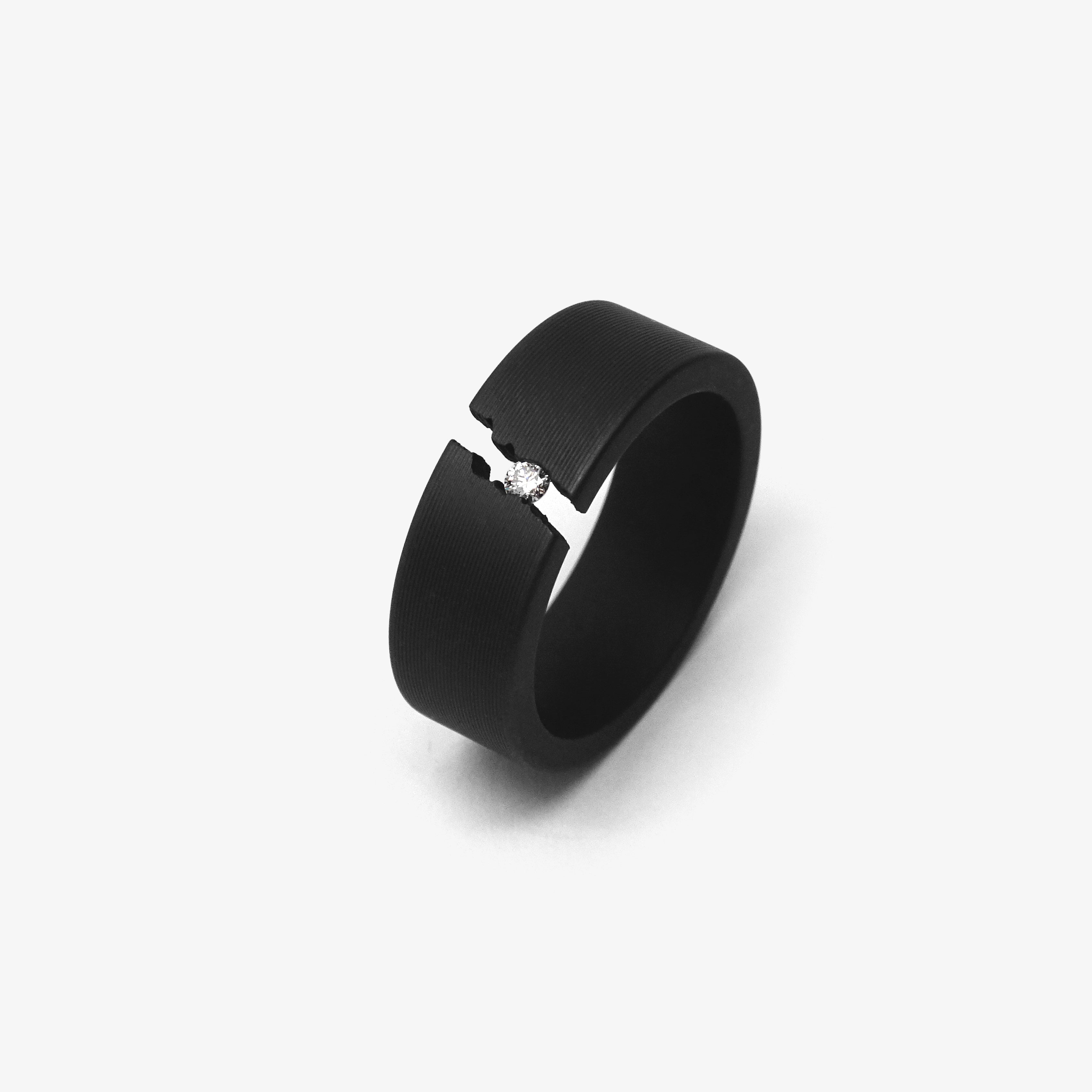 NARROW BLACK CRACKLE RING + 1 DIAMOND