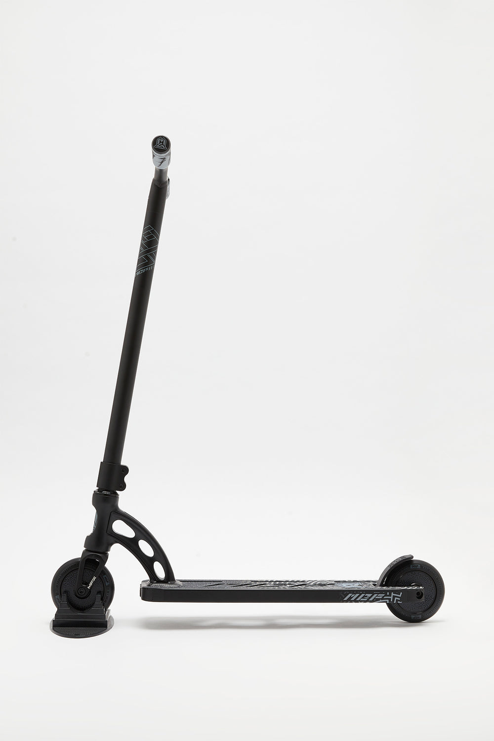 Madd Gear VX9 Pro Scooter Black