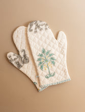 Load image into Gallery viewer, Elephant and Palm Tree Oven Mitts and Pot Holder Set