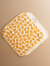 Load image into Gallery viewer, Papaya Oven Mitts and Pot Holder Set