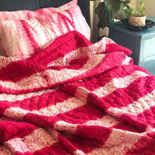 Load image into Gallery viewer, pink shibori quilt set