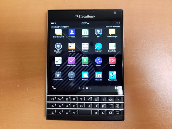 BlackBerry Passport 32GB SQW100-1- Black (Bell Mobility) Good Condition