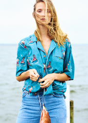 The best elements of vintage aloha style and retro fashioning combined with modern flair, modern fits, and all-original artwork. Tombolo hawaiian shirts.