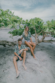 Tombolo is pioneering unisex fashion with tropical shirts in one sizing gradient for women and men. Hawaiian. Luxury. Soft.