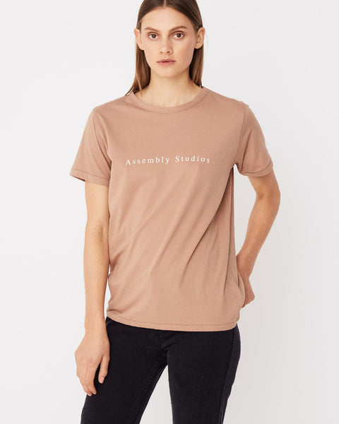 Assembly Label Serif Tee Sandstone