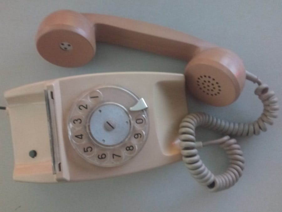 Bring 20th century telephones back with the rotary-dial cellphone