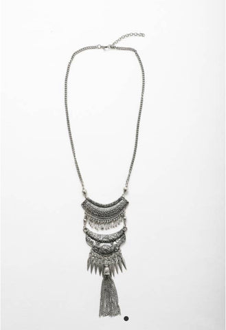 Low Cut Flowing Necklace