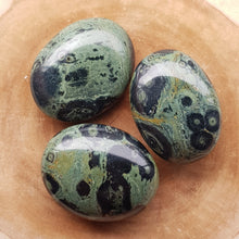 Load image into Gallery viewer, Kambaba Jasper Palm Stones