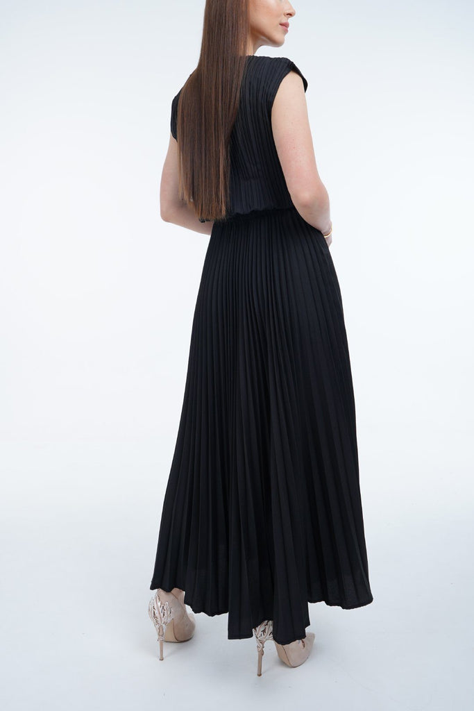 Black (00) | Pleated Dress