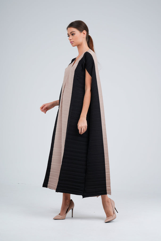 Beige (04) with Black (00) | Pleated Dress