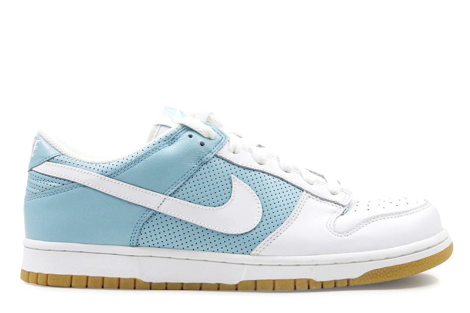 new style d7c32 6a09e Nike Dunk Low