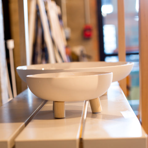white-ceramic-legged-bowls