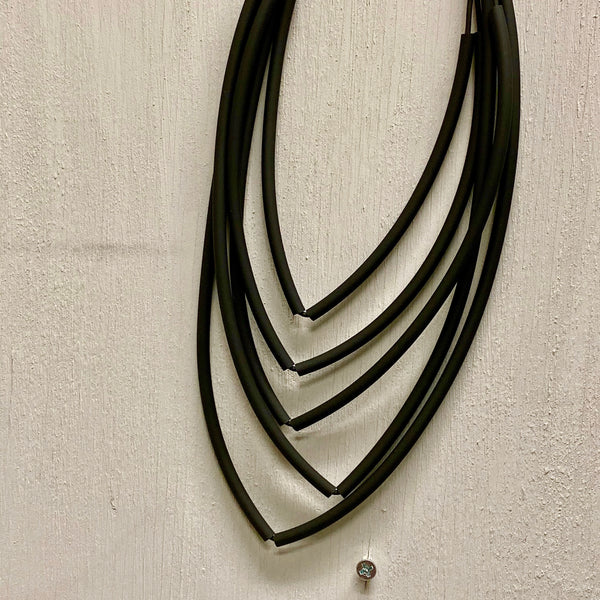 NECKLACE OF 5 LAYERS IN POINTED SHAPE AND MAGNETIC CLOSURE