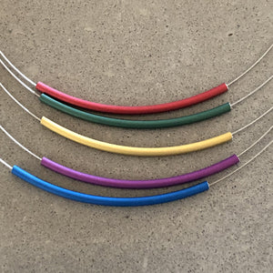 Necklace metal with 5 curved tubes blues/gold/pinks - Uniek Living