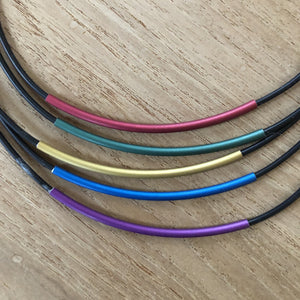 Necklace black string with 5 curved tubes blues/gold/pinks - Uniek Living
